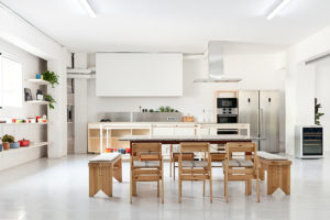 mesa en loft cuina
